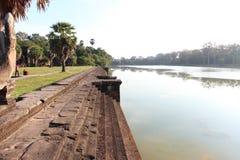 Mooie kalme rivier in Kambodja dichtbij Angkor complexe Wat Royalty-vrije Stock Afbeeldingen