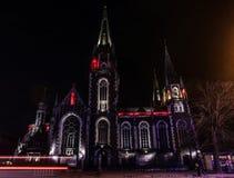 Mooie Katholieke kathedraal op achtergrond royalty-vrije stock afbeelding