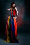 Mooie Kaukasische donkerbruine vrouw in rode kleding Royalty-vrije Stock Foto's