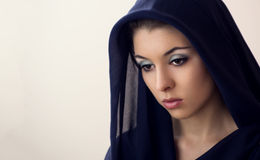 Vrouw in zwarte sluier Stock Afbeeldingen
