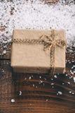 Mooie Kerstmis houten achtergrond met sneeuwspar Royalty-vrije Stock Afbeelding