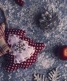 Mooie Kerstmis met de hand gemaakte decoratie Stock Afbeeldingen
