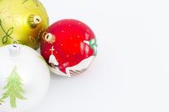 Mooie Kerstmisballen op witte achtergrond Royalty-vrije Stock Foto