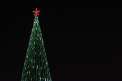 Mooie Kerstmisboom met heldere verlichting royalty-vrije stock afbeeldingen
