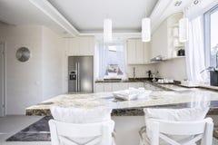 Mooie keuken in uitstekende stijl stock afbeeldingen