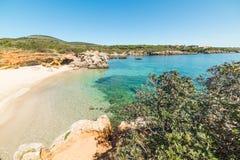 Mooie kleine inham in Alghero-kust stock fotografie