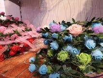 Mooie kleur voor kunstmatige rozenvertoning voor huis en binnenlands ontwerp royalty-vrije stock fotografie