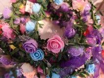 Mooie kleur voor kunstmatige rozenvertoning voor huis en binnenlands ontwerp stock afbeeldingen