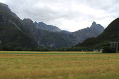 Mooie kleuren van het typische landschap in Noorwegen Stock Foto's