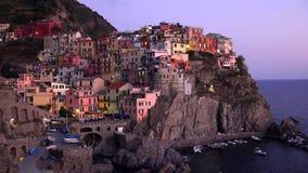 Mooie kleurrijke cityscape op de bergen over Middellandse Zee, Europa, Cinque Terre, traditionele Italiaanse architectuur royalty-vrije stock foto's