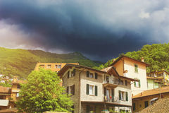 Mooie kleurrijke cityscape van Italiaanse Varenna-stad met buildi Royalty-vrije Stock Fotografie