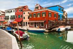 Mooie, Kleurrijke Mening van Burano Stock Afbeeldingen