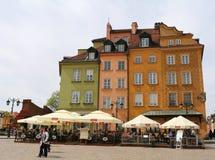 Mooie kleurrijke Oude Gebouwen en Restaurants bij Marktvierkant in Warshau, Polen Royalty-vrije Stock Foto