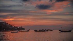 Mooie kleurrijke zonsondergang stock afbeeldingen