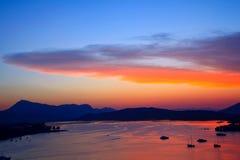 Mooie kleurrijke zonsondergang over Egeïsche overzees stock fotografie