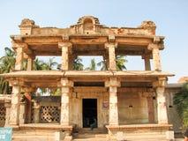 Mooie kolommenarchitectuur van oude ruïnes van tempel in Hampi stock fotografie