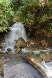 Mooie Krathing-waterval in Nationaal Park, Thailand Royalty-vrije Stock Fotografie