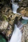 Mooie kreken van water hurst van Sunik, Slovenië stock fotografie