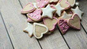 Mooie kruimelige eigengemaakte koekjes van verschillende vormen Royalty-vrije Stock Foto's