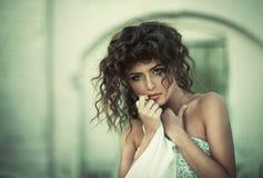 Mooie krullende vrouwen stock fotografie