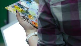 Mooie kunstenaarsverven op canvas Sluit omhoog stock video