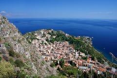 Mooie kust van Sicilië met stad Taormina royalty-vrije stock foto's