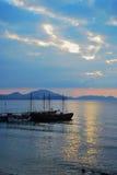 mooie kustlijn, mening op Karadag, Koktebel overzees, berg, aard, hemel, landschap, heuvel, blauw, de Krim, water, reis, groen, a Stock Foto's