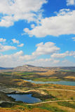 Mooie kustlijn, mening op Karadag, Koktebel, overzees, berg, aard, hemel, landschap, heuvel, blauw, de Krim, water, reis, groen,  Stock Fotografie