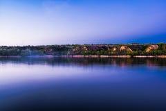 Mooie landschappen van Rusland Het gebied van Rostov Kleurrijke plaatsen Groene vegetatie en rivieren met meren en moerassen Boss stock fotografie