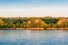 Mooie landschappen van Rusland Het gebied van Rostov Kleurrijke plaatsen Groene vegetatie en rivieren met meren en moerassen Boss royalty-vrije stock afbeeldingen