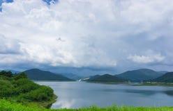 Mooie landschapsmening Mae Kuang Dam in Luang Nuea, Doi Saket District Royalty-vrije Stock Foto