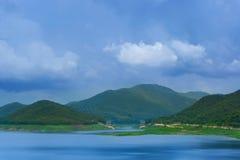 Mooie landschapsmening Mae Kuang Dam in Luang Nuea, Doi Saket District Stock Afbeelding