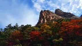 Mooie Landschapsmening van piekseorak-bergen bij het seorak-San Nationale Park, Soraksan, Zuid-Korea stock foto