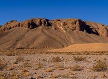 Mooie landschapsroute door het Nationale Park van de Doodsvallei in Californië Stock Foto