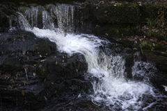 Mooie langzame blindsnelheid op watervallen in Zuid-Wales Royalty-vrije Stock Fotografie