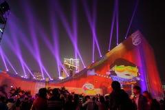 Mooie lichte prestaties tijdens Kerstmisfestival in Hong Kong Stock Foto