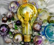 Mooie lightbulb in het glanzende surronding Idee voor illustratie groot project en alle delen en gemoeten grote succesvolle ands  stock foto