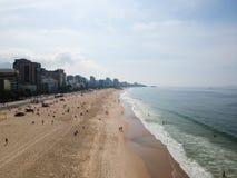 Mooie luchthommelmening van het strand van Leblon en Ipanema-, Rio de Janeiro Stock Fotografie