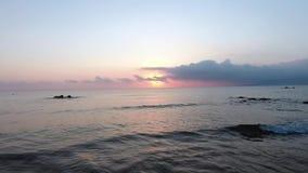 Mooie luchtlengte met overzees bij zonsondergang stock videobeelden