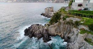 Mooie luchtmening van Amalfi kust in Italië stock videobeelden