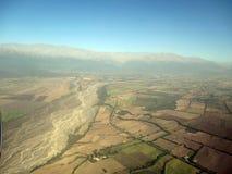 Mooie luchtmening van bergenrivier en gebieden in de bergen van de Andes van Salta Argentinië Zuid-Amerika royalty-vrije stock fotografie