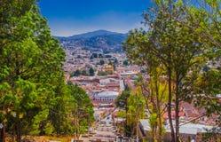 Mooie luchtmening van de daken van de oude koloniale gebouwen in de stad van San cristobal DE las Casas, tijdens a stock foto's