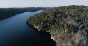 Mooie luchtvideo van Agelsjon, Norrkoping, Zweden, Scandinavië stock videobeelden