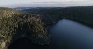 Mooie luchtvideo van Agelsjon, Norrkoping, Zweden, Scandinavië stock footage