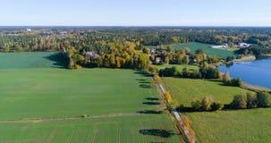 Mooie luchtvideo van Katrineholm, Zweden, Scandinavië stock videobeelden