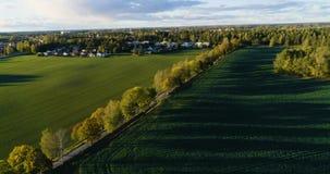 Mooie luchtvideo van Katrineholm, Zweden, Scandinavië op de herfstdag stock video