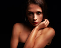 Mooie make-upvrouw met ernstige blik Royalty-vrije Stock Afbeeldingen