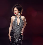 Mooie manier sexy donkerbruine vrouw Elegante dame in zwarte dre Royalty-vrije Stock Afbeelding