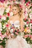 Mooie Mannequin Sensuele bruid Vrouw met huwelijkskleding Royalty-vrije Stock Afbeeldingen