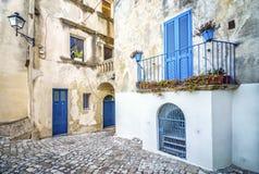 Mooie mediterrane binnenplaats in Otranto, Italië stock afbeeldingen